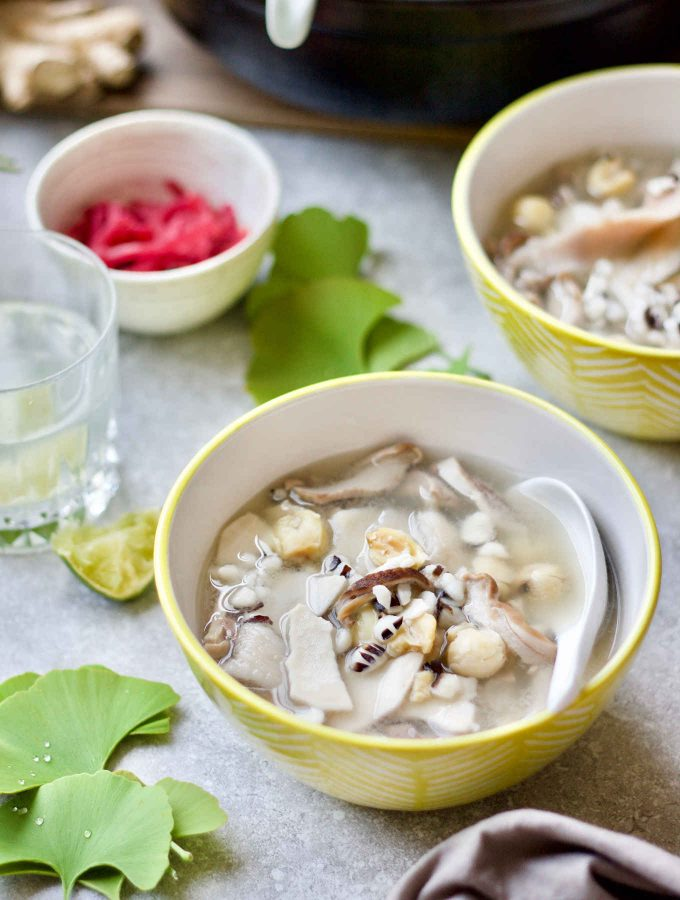 Chinese medicinal soup formula (Si Shen Tang, 四神汤) consisting of poria, Chinese wild yam, white lotus seeds, and euryale seeds makes one of the classic soup remedies served on the dinner table in many Chinese families and sold by street food vendors. This rendition focuses on easing anxiety and stress by supporting the adrenal glands, as well as resolving stress-induced digestive dysfunctions by supporting the digestive system.Pig stomach was used in this soup recipe to honour the original formula. Like other organ meats, pig stomachs are nutritious and have long been used for medicinal purpose in cooking in the East. Pig stomach soup is rich in gelatine and glutamine that are important components for leaky gut healing.